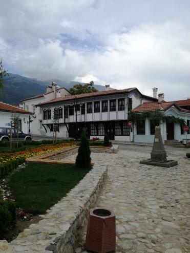 Площад с гледка към Балкана
