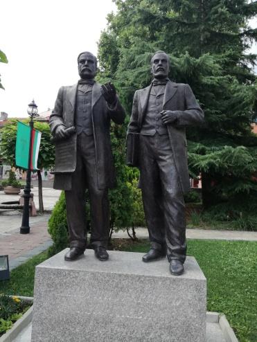 Статуята на братята Евлоги и Христо Георгиеви, родени в Карлово